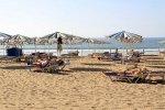 parasole słomiane na plaży